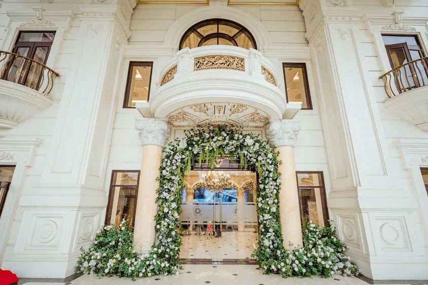 ý tưởng cổng hoa tiệc cưới châu Âu