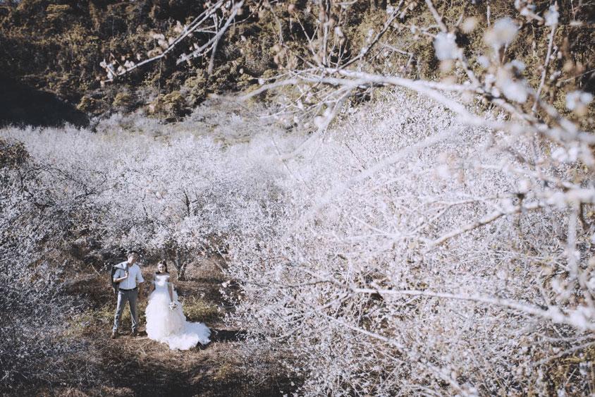 Tiệc cưới mùa đông dễ chọn trang phục