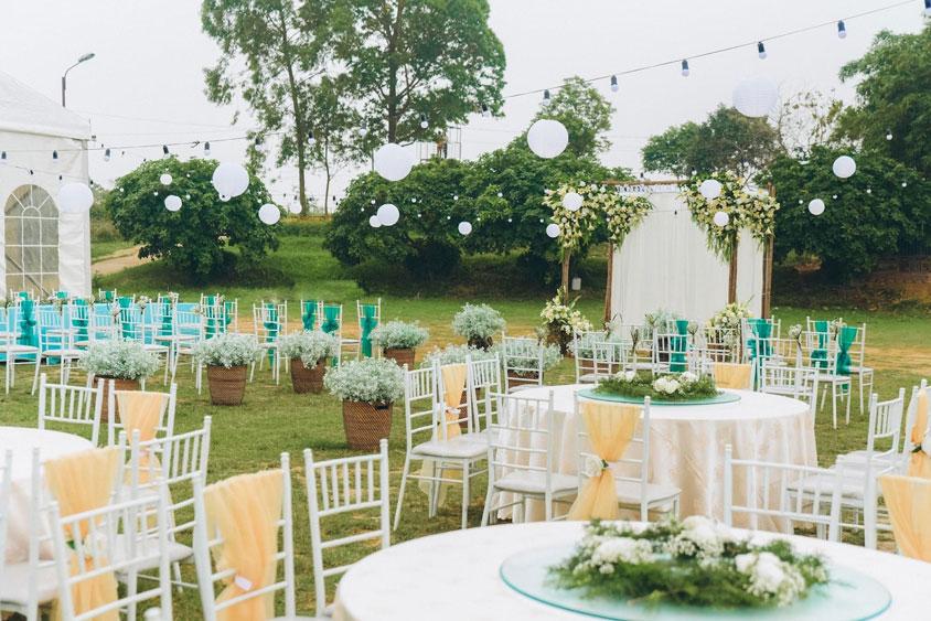 Mẫu sân khấu đám cưới ngoài trời Sông Hồng