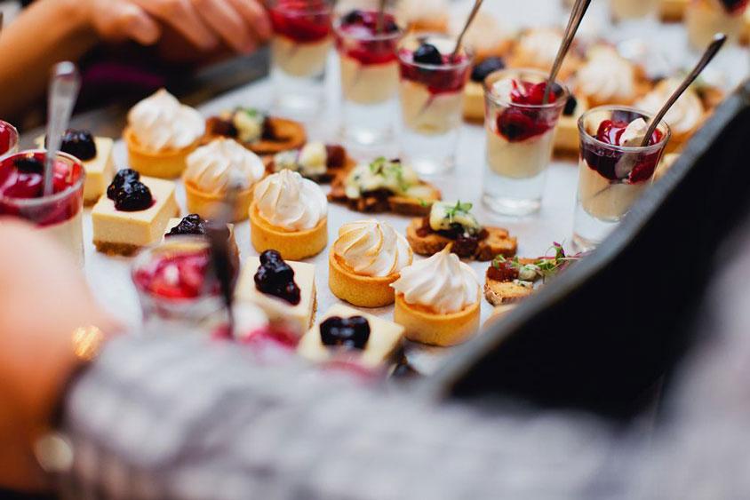 bánh kem mứt cho thực đơn món tiệc buffet