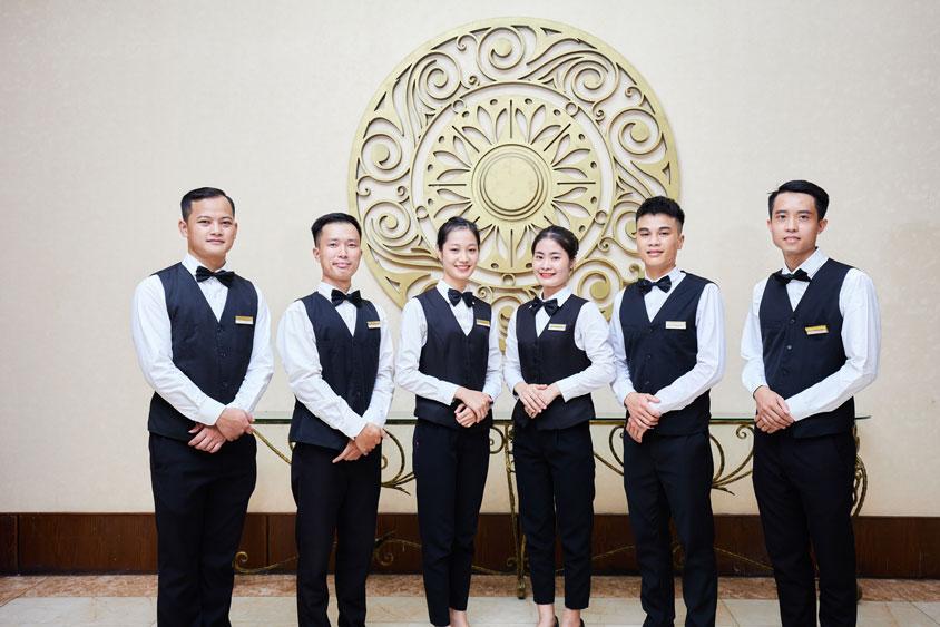 Đội ngũ chuyên nghiệp là ưu điểm của tổ chức đám cưới nhà hàng