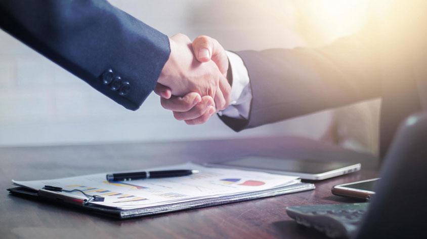 bắt tay gắn kết với khách hàng