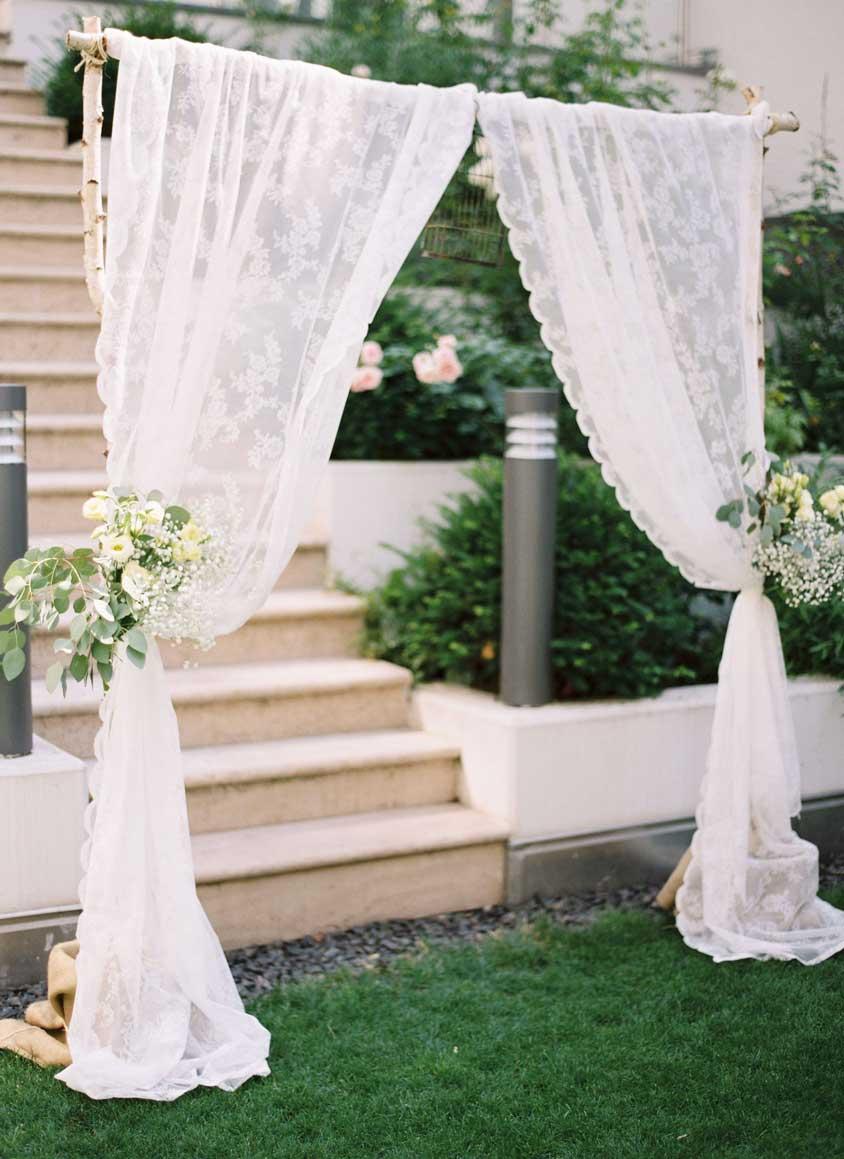 mẫu cổng hoa đám cưới ngoài trời vải voan