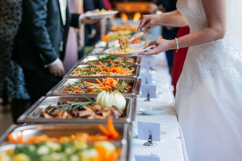 đa dạng món thực đơn tiệc cưới buffet