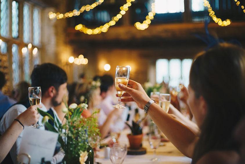 Các thủ tục đám cưới - nguồn gốc gây tốn kém chi phí