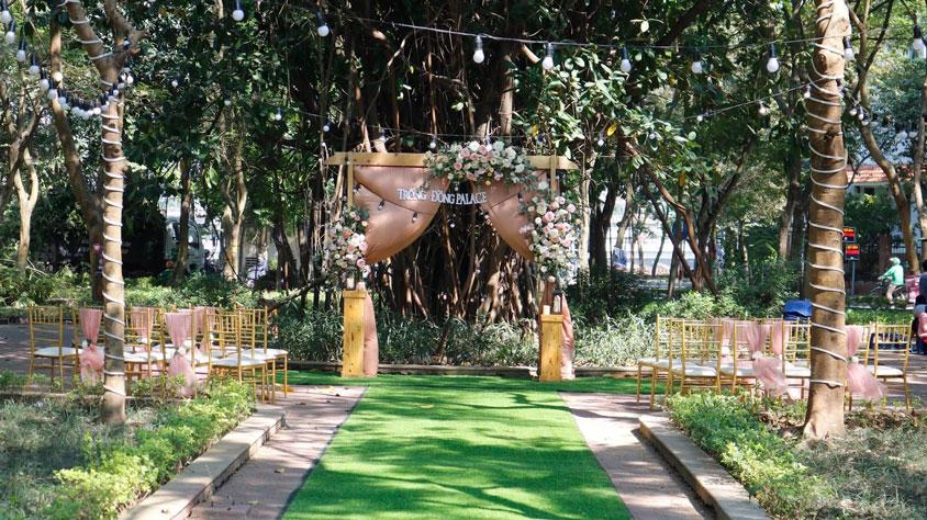 mẫu sân khấu đám cưới ngoài trời Linh Đàm Park