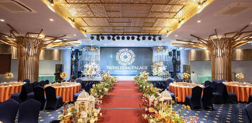 sân khấu trung tâm cưới Trống Đồng Hoàng Quốc Việt