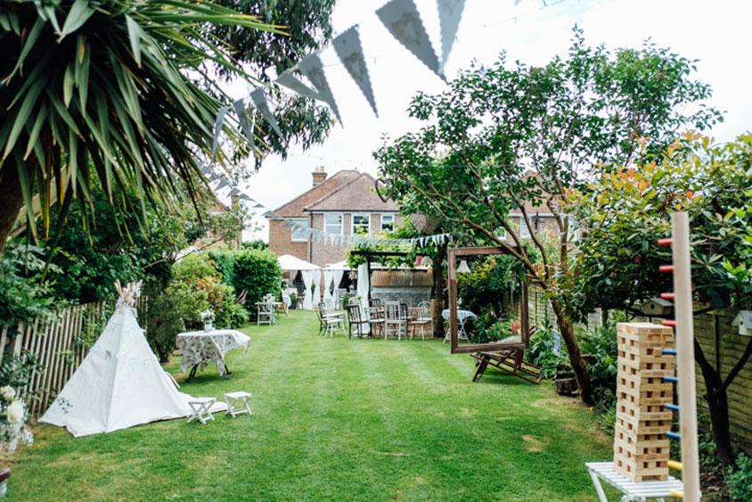 Tận dụng sân vườn để tổ chức tiệc cưới