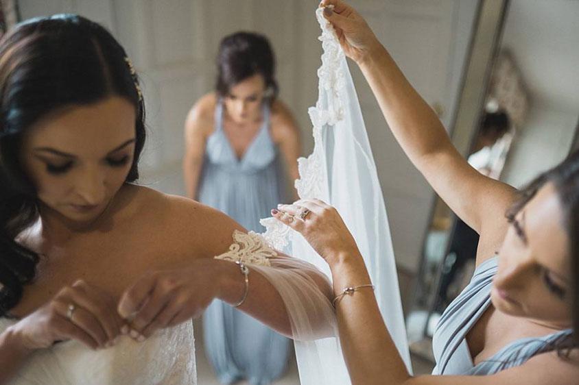thời gian chuẩn bị váy cho tiệc cưới