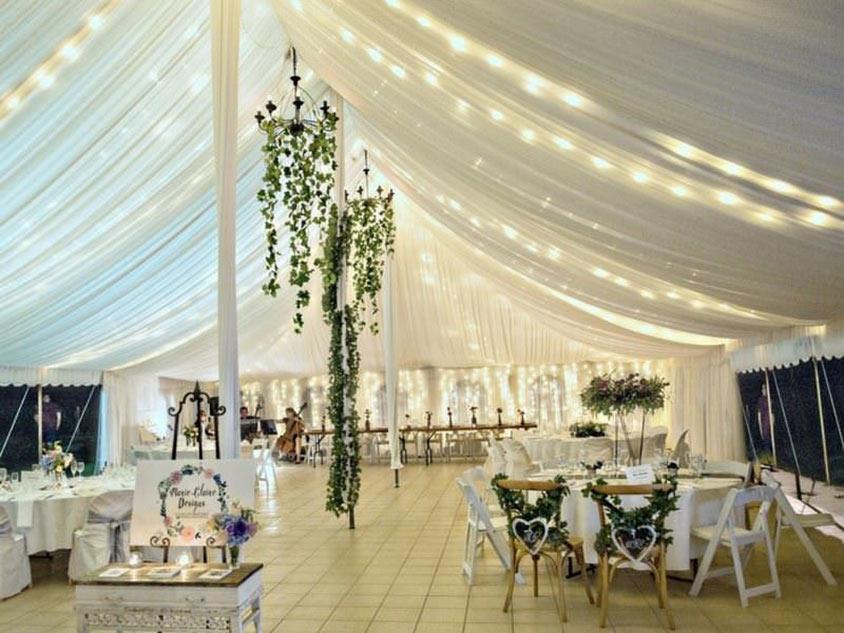 Khu vực nghỉ ngơi cho khách mời trong tiệc cưới buffet