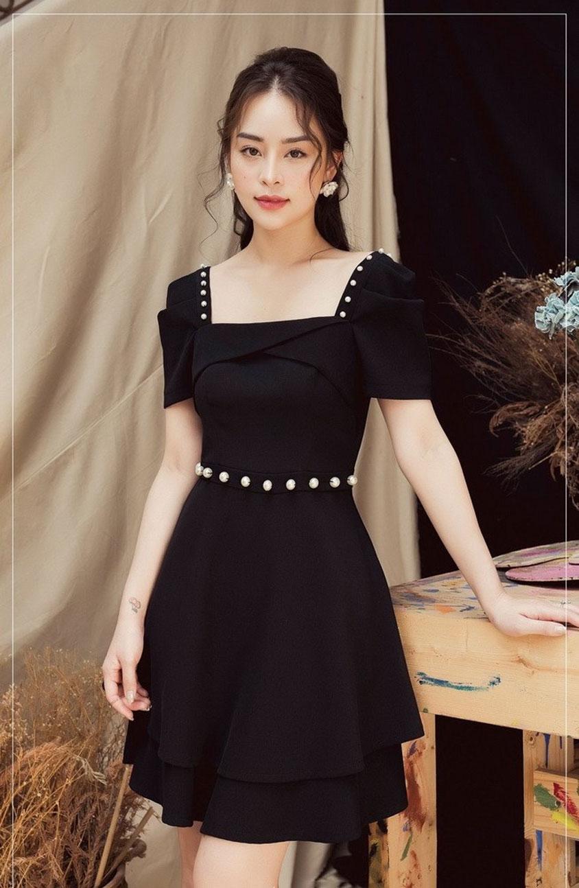 mẫu trang phục váy đen đính đá