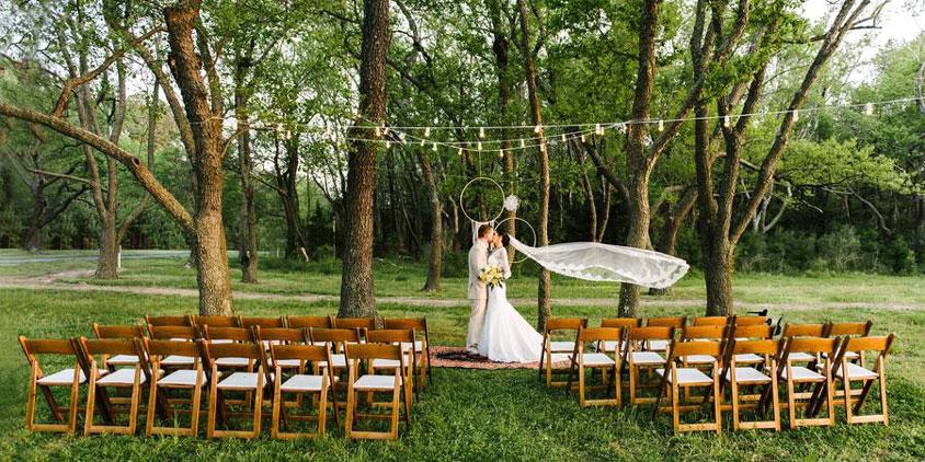 Đám cưới tại công viên cây xanh
