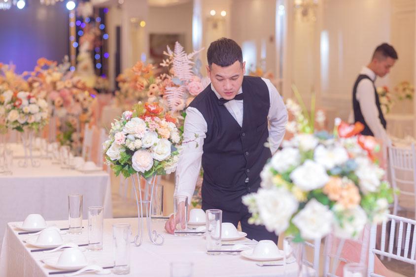 chi phí nhân viên phục vụ tiệc cưới buffet