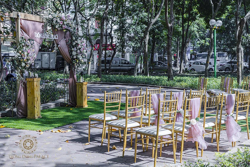 Tiệc cưới buffet ngoài trời có cả ưu điểm và nhược điểm