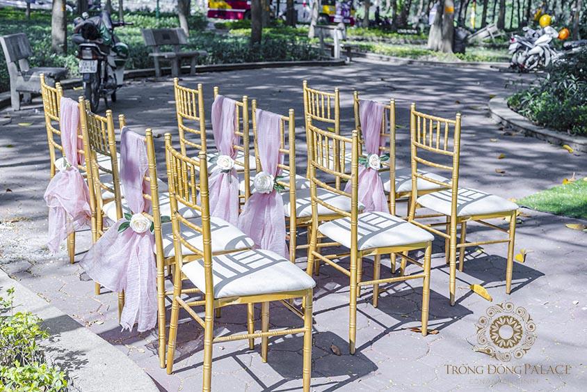 Sân khấu tiệc cưới ngoài trời