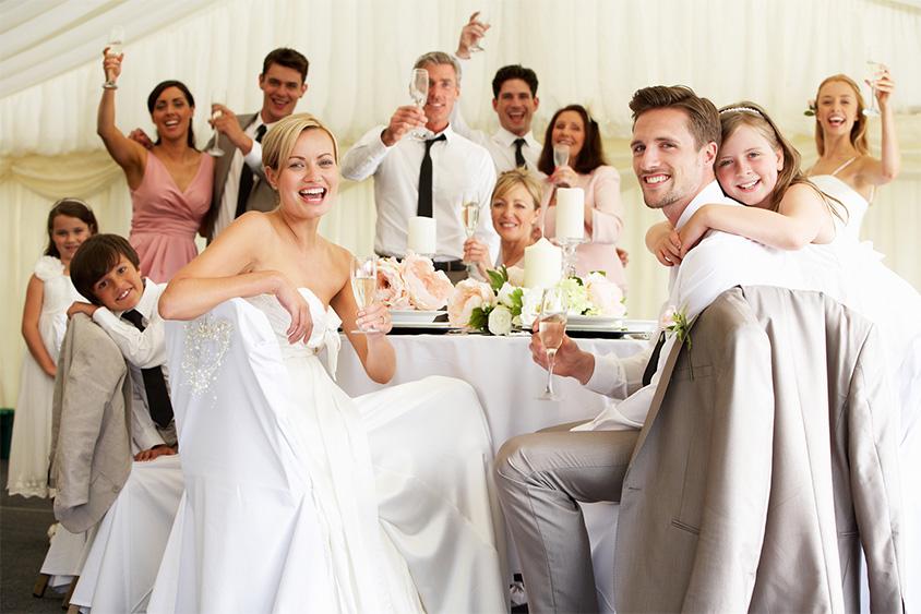 Đám cưới là dịp tri ân người thân, bạn bè
